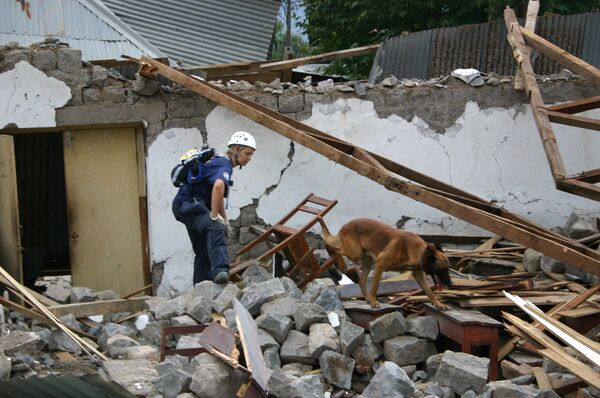 Число жертв обрушения здания в Карачи возросло до 21 человека