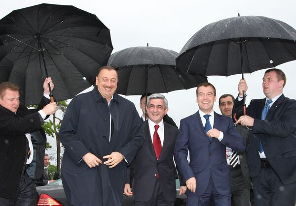 Президенты России, Армении и Азербайджана Дмитрий Медведев, Серж Саргсян и Ильхам Алиев