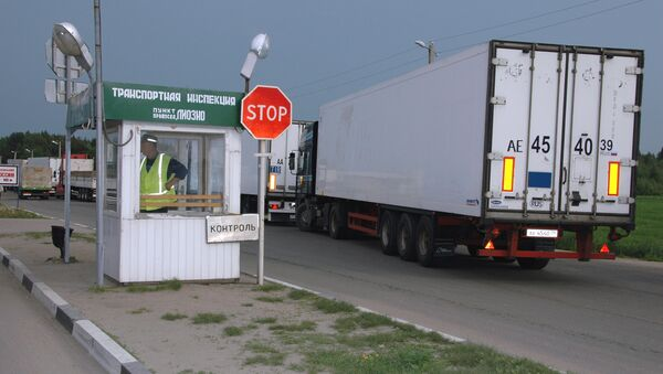 На таможенно-пропускном пункте на границе с Белоруссией. Архив