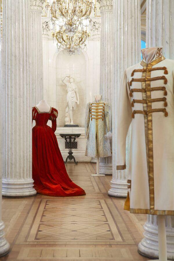Русская коллекция в Эрмитаже, маскарадное платье принцессы Юсуповой, 1890-1900