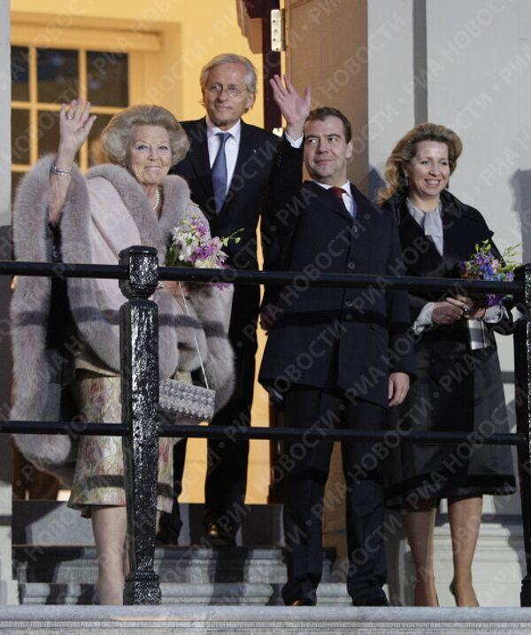 Президент РФ Д.Медведев с С.Медведевой и королевой Нидерландов Беатрикс