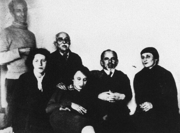 Поэтесса Анна Ахматова в семье Мандельштамов