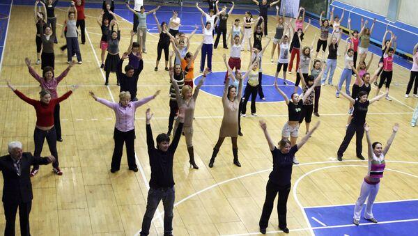 Ни школа, ни вуз не могут быть без спортивных залов, иначе грош цена образованию, которое дается в них, заявил президент России Дмитрий Медведев