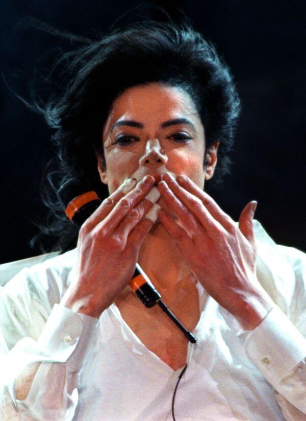Майкл Джексон во время выступления в Монте-Карло