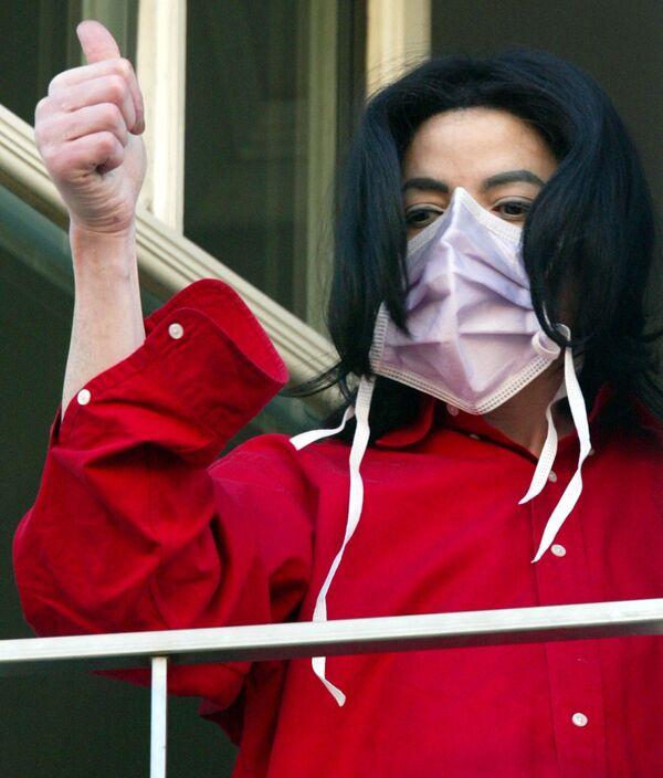 Майкл Джексон в одном из отлелей Берлина