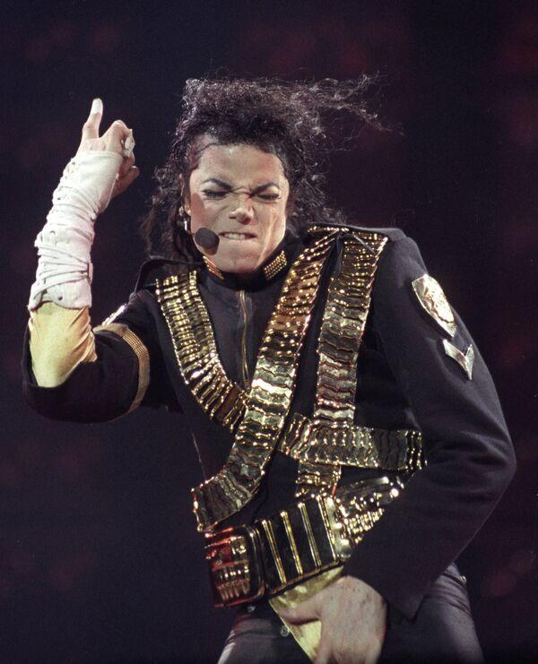 Майкл Джексон во время выступления в Сан-Паоло