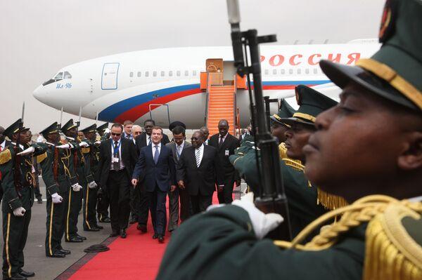 Президент РФ Д.Медведев прибыл в Луанду