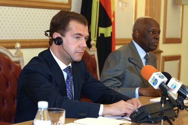 Д.Медведев на российско-ангольских переговорах в Луанде