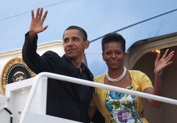 Президент США Барак Обама с супругой Мишель перед отлетом в Москву