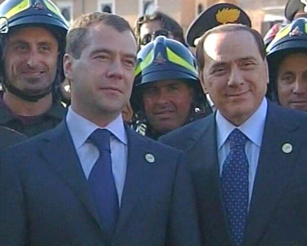 Медведев и Берлускони посетили руины Аквилы