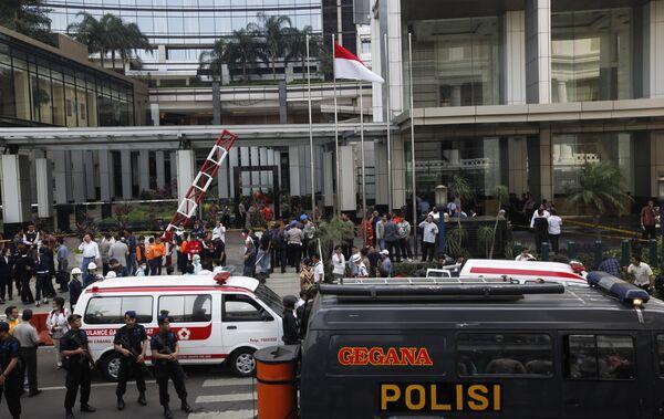 Полиция возле отеля Marriott в Джакарте