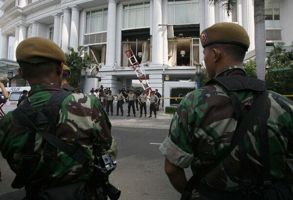 Военные возле отеля Ritz-Carlton в Джаракте