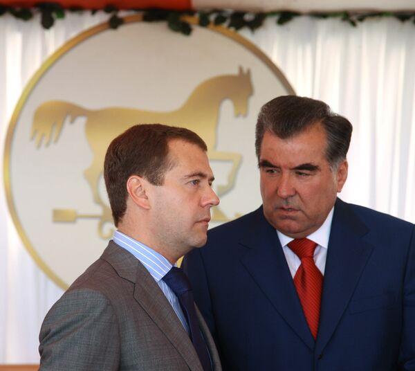 Президент РФ Дмитрий Медведев и президент Таджикистана Эмомали Рахмон