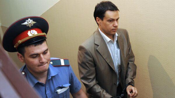 Владелец сети магазинов Санрайз Сергей Бобылев доставлен в Тверской суд Москвы