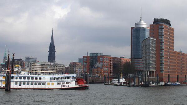 Гамбург. Вид на город со стороны гавани, архивное фото