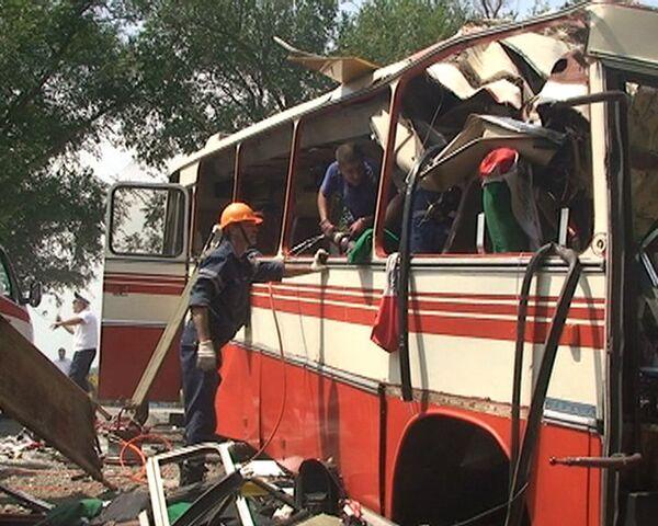 Видео с места аварии бензовоза и автобуса под Ростовом