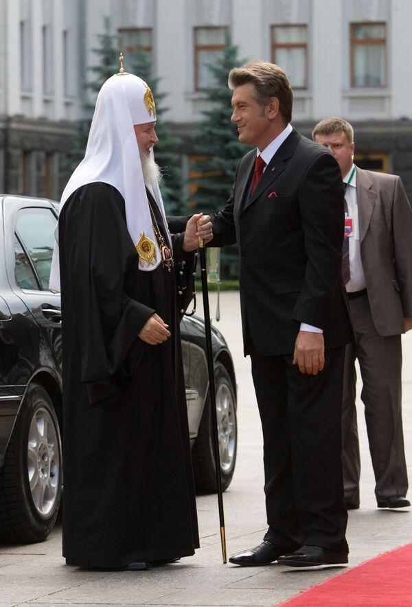 Ющенко поздравил патриарха Кирилла с днем рождения