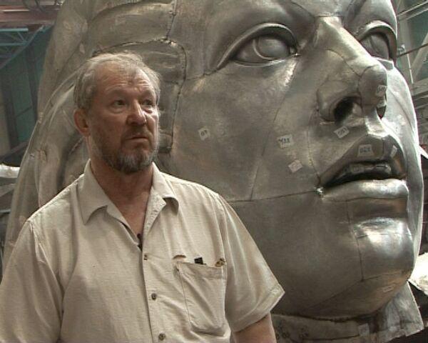 Гигантская мозаика, или Как реставрируют статую Рабочий и колхозница