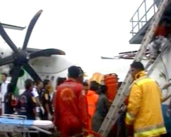 Самолет врезался в диспетчерскую вышку во время посадки