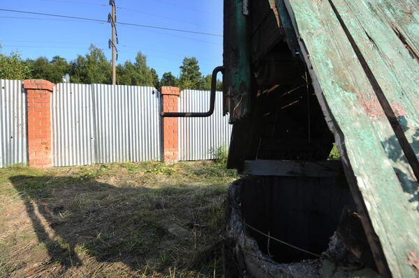 Артиллерийский снаряд попал в двор жилого дома в деревне Рассудово