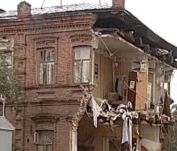 В жилом доме в Екатеринбурге рухнула стена. Видео с места события
