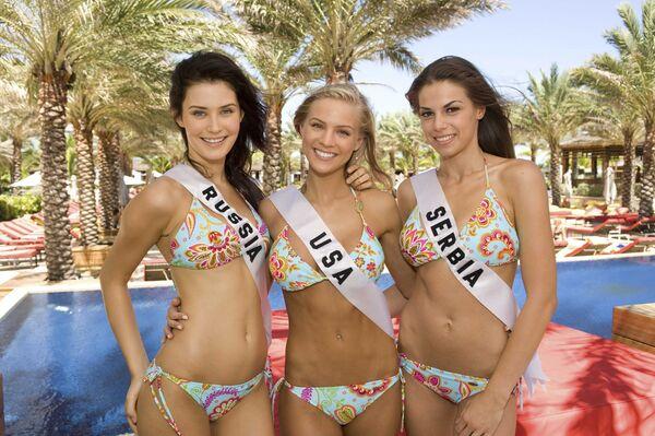 Участницы конкурса красоты Мисс Вселенная-2009 из России, США и Сербии