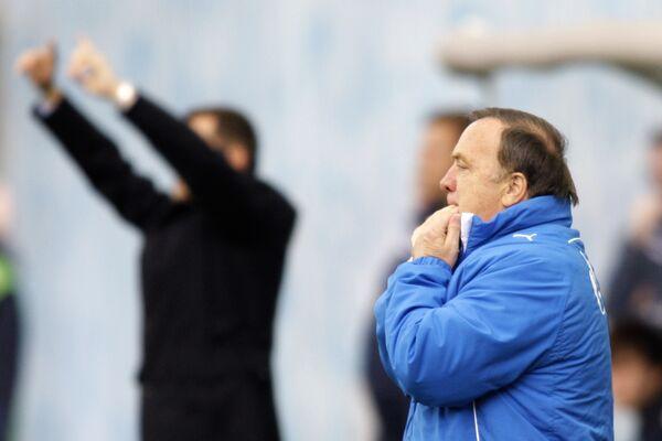 Экс-тренер Зенита Дик Адвокат (на первом плане)