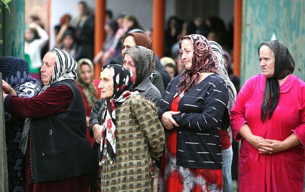 Похороны руководителя организации Спасем поколение З.Садулаевой, убитой в Заводском районе Грозного