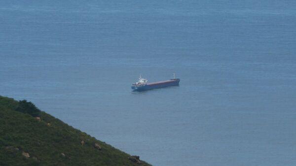 Судно на рейде Сан-Себастьяна, похожее на пропавший сухогруз Arctic Sea