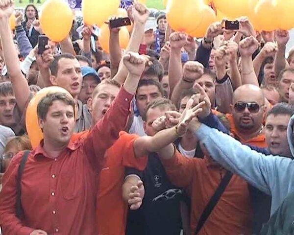 Дика Адвоката провожали песнями и салютом в аэропорту Пулково