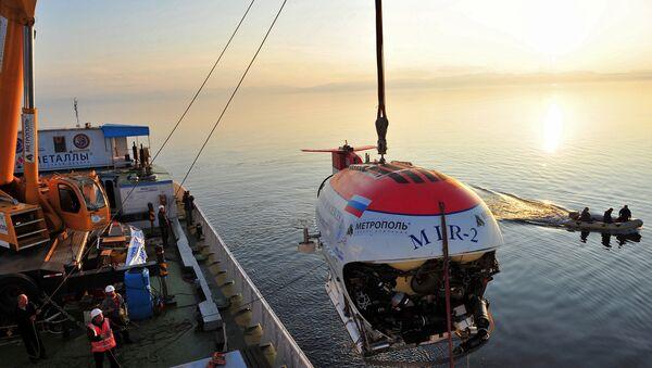 Работа глубоководных аппаратов Мир-1 и Мир-2 на озере Байкал