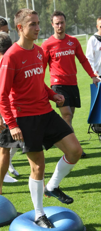 Полузащитник и защитник Спартака Владимир Быстров и Мартин Иранек (слева направо)