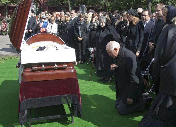 Сын покойного, председатель Союза кинематографистов России Никита Михалков на похоронах поэта Сергея Михалкова на Новодевичьем кладбище