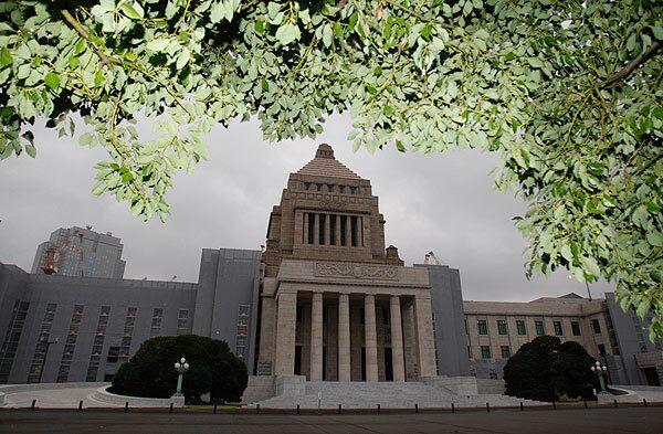 Председатель Демократической партии Юкио Хатояма, который станет новым премьер-министром Японии, закончил в среду предварительное распределение министерских портфелей в новом коалиционном правительстве
