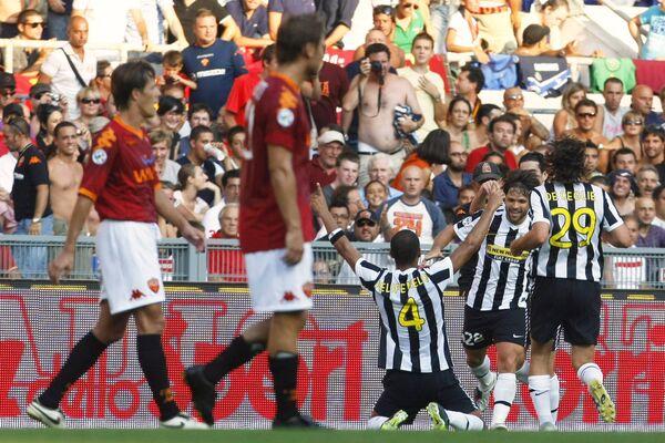 Футболисты Ювентуса радуются победе над Ромой