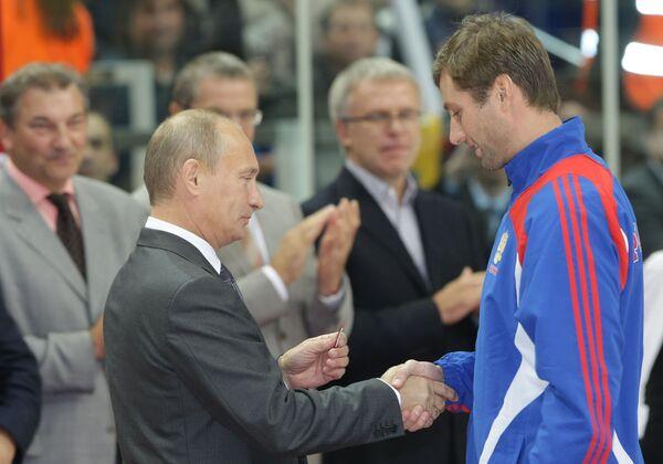 Премьер-министр РФ Владимир Путин вручил государственные награды членам сборной России по хоккею