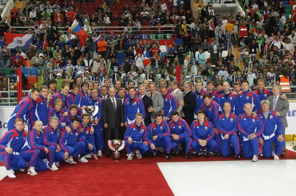 Премьер-министр РФ Владимир Путин после окончания первой открытой тренировки национальной сборной по хоккею