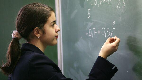 Алгебра и русский язык - важнейшие предметы в школе, считают россияне
