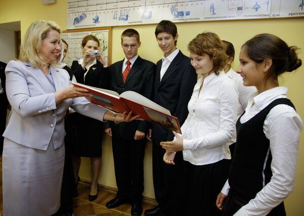 Супруга президента РФ Светлана Медведева 1 сентября посетила Елизаветинскую гимназию