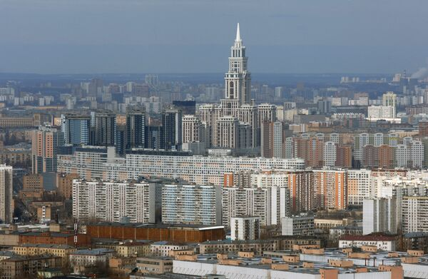 Вид на высотное здание у метро Аэропорт
