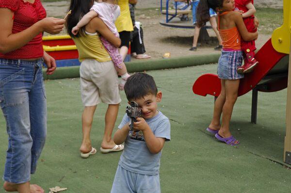 Мальчик с пистолетом. Архив