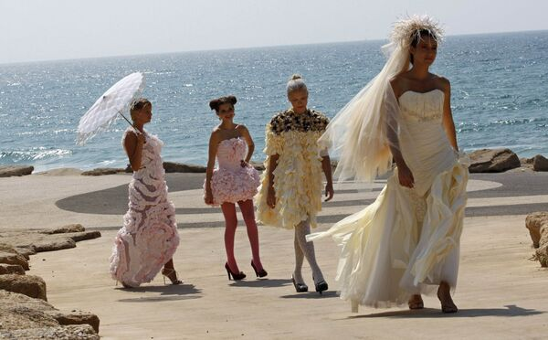 Свадебные платья из туалетной бумаги показали в Израиле