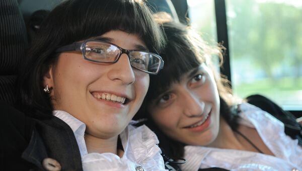 Известные разделенные сиамские близнецы Зита и Гита Резахановы в Москве
