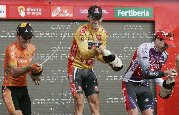 Победители велогонки Вуэльты Самуэль Санчес, Алехандро Вальверде, Кэйдел Эванс (слева направо)