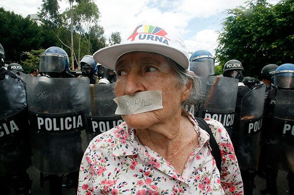 Посольство Бразилии в Гондурасе, где укрылся Селайя, под угрозой штурма