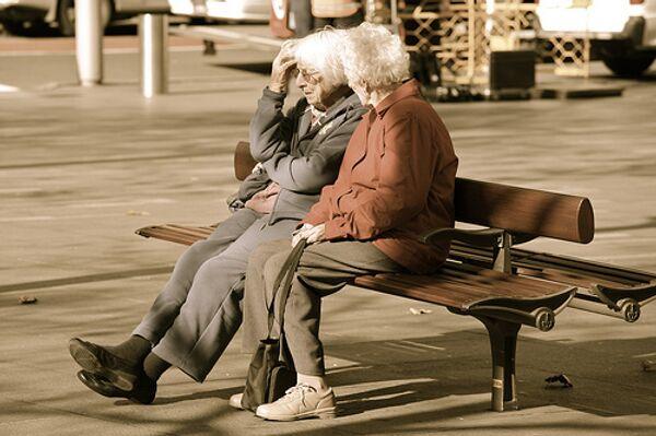 Пожилы люди