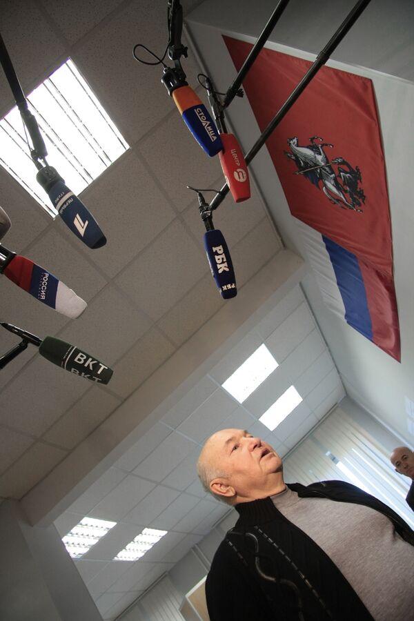 Суд рассмотрит иск Лужкова к Жириновскому во вторник