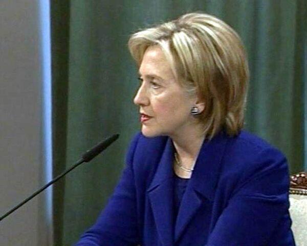Клинтон настаивает, что решение GM по Opel не политическое