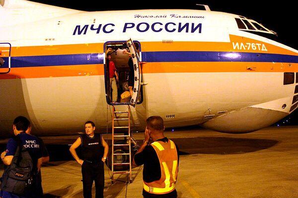 Путин поздравил сотрудников и ветеранов МЧС с Днем спасателя