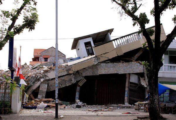 Последствия землетрясения. Архив